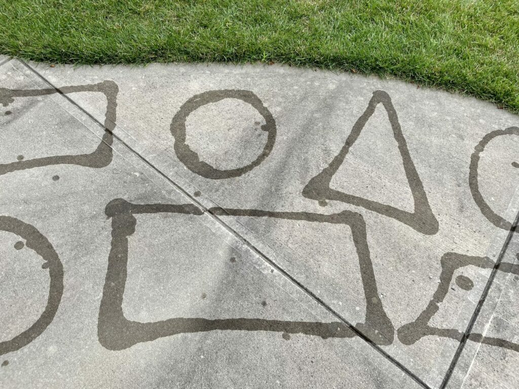 shapes on pavement out of water for easy backyard summer activities